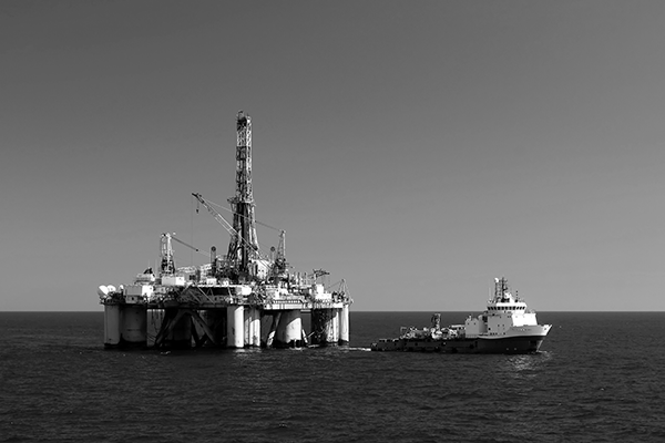 Oil rig with ship to starboard
